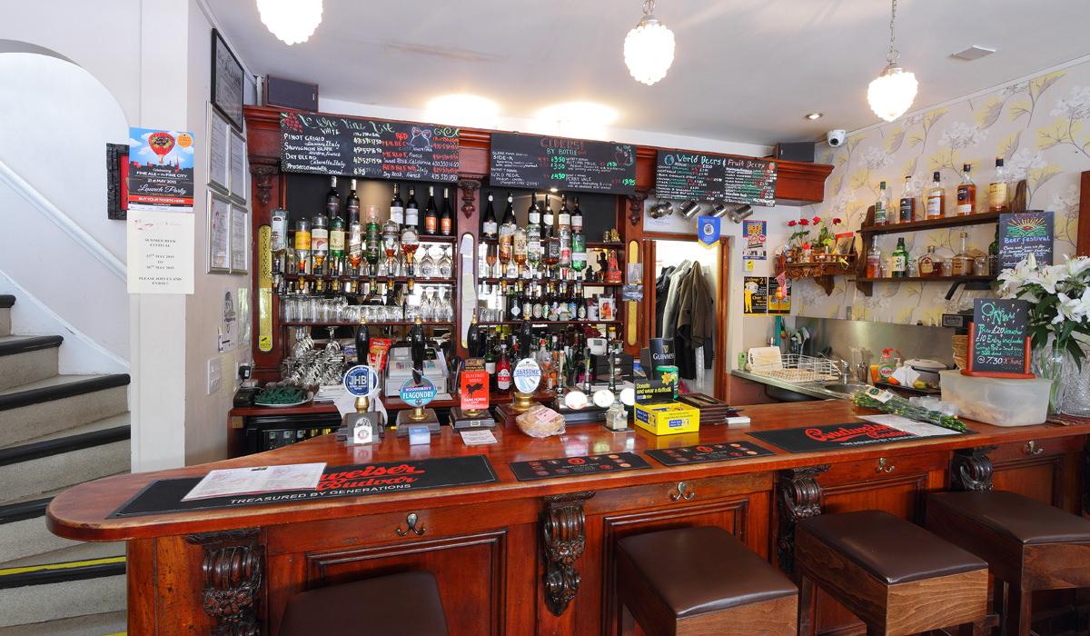 vine-thai-the-smallest-pub-in-norwich